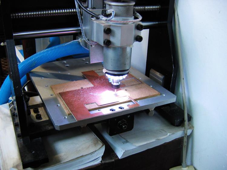 电路设计完毕,上雕刻机刻电路板