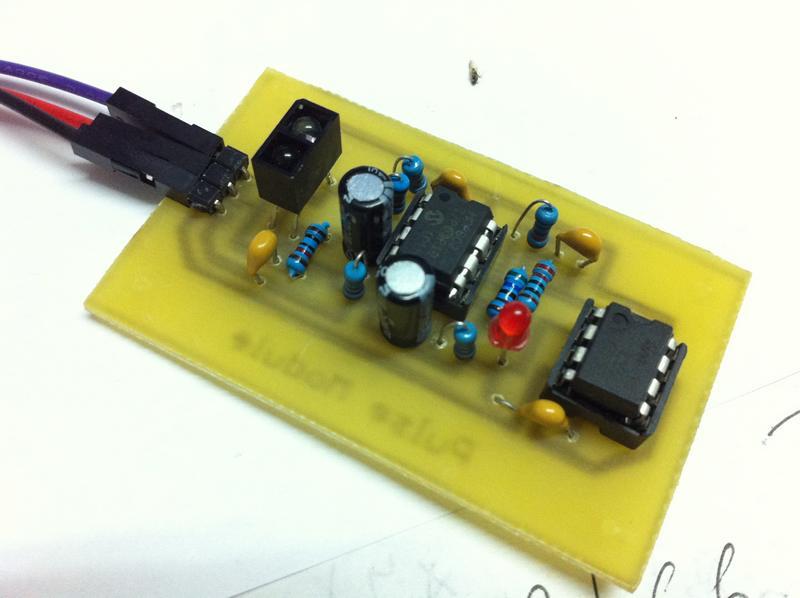 555多谐振荡器电路面包板实物图