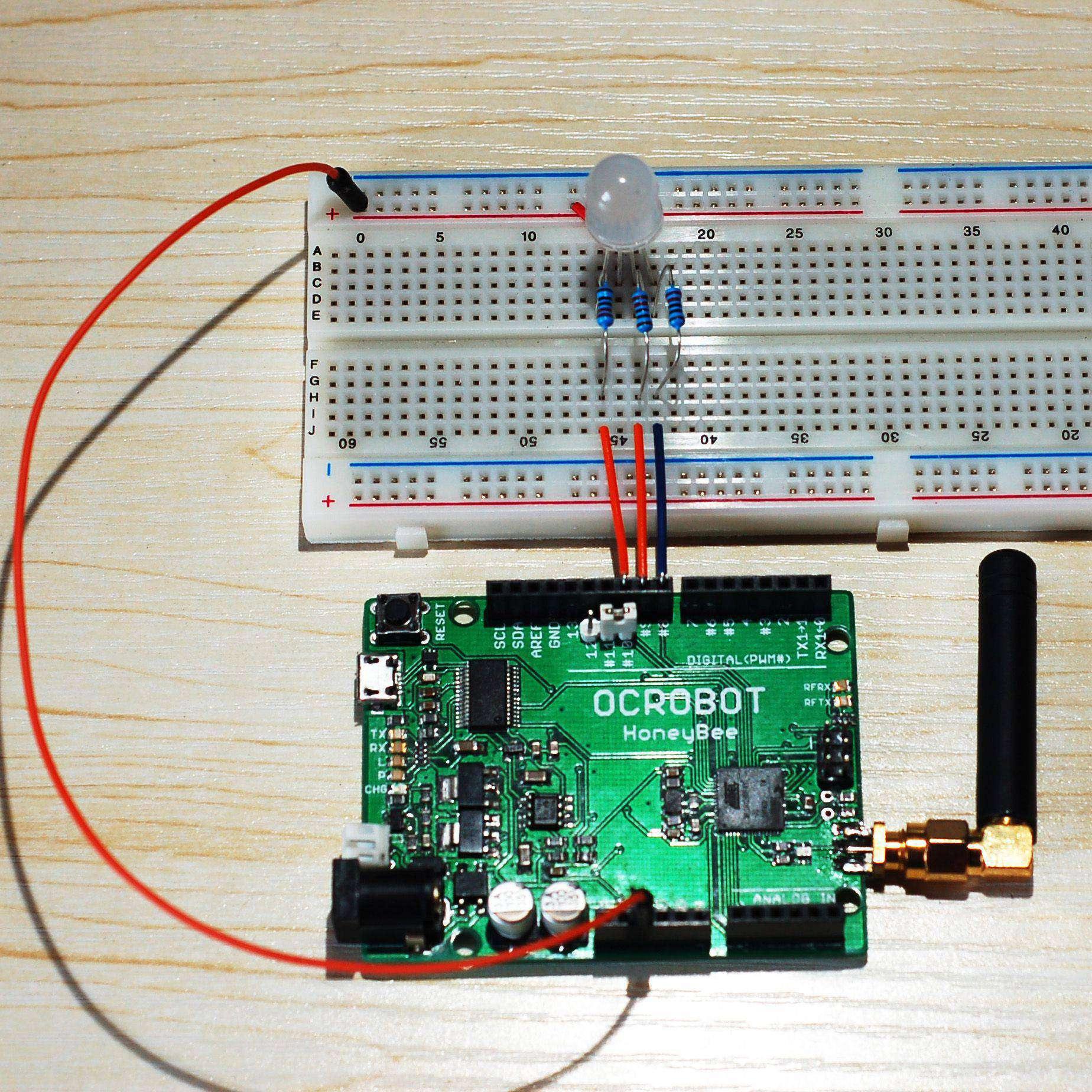 """下载接收端程序 [pre lang=""""arduino"""" line=""""1""""] /* 作者:swim 时间:2013年7月9日 发表地址:www.geek-workshop.com 程序说明:无线RGB接收端程序 */ #include <ZigduinoRadio.h> //定义变量 int r; int g; int b; //定义输出管脚 int redPin=10; int greenPin=9; int bluePin=8; //定义字符串 Str"""