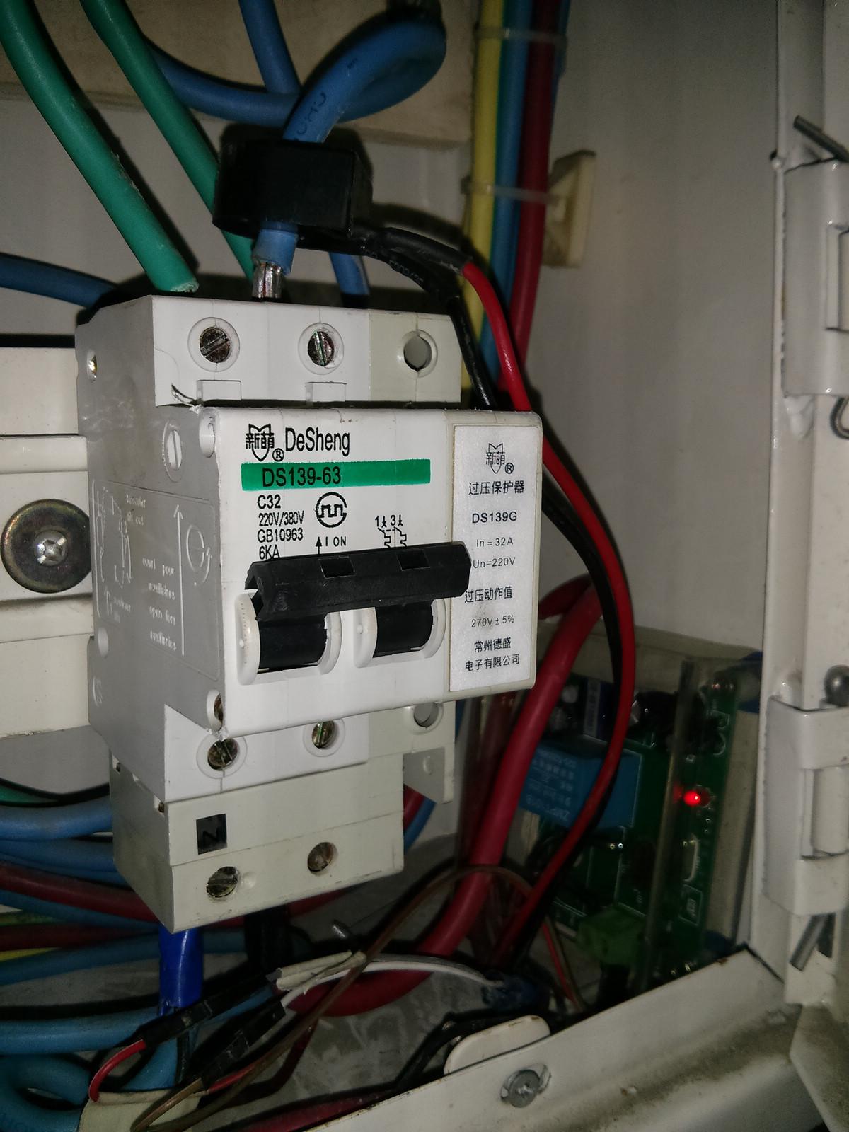 IMG_20131112_222947电表箱三次安装.jpg